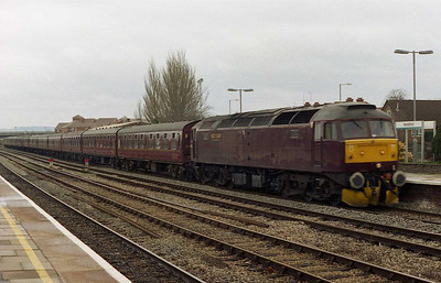 WCRC's 47854 passes through Hereford with 1Z68 0827 Leyland Cardiff - a charter train for the opposition fans from Wigan (26/02/2006)