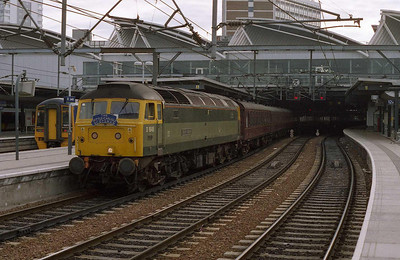 47851 'Traction Magazine' pauses at Leeds with Railtourer's 1Z20 0611 charter from Hull to Edinburgh. Tempted though I was, the train was booked into Edinburgh via the 'Sub', and 'Ronnie' was on the other end... (17/06/2006)