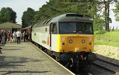 On the second day of the GWR's Diesel Weekend, 47376 waits to depart from Cheltenham Race Course with the 1120 for Toddington (10/09/2006)