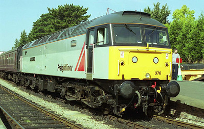 Its paintwork sparkling in the morning sunlight, 47376 pauses at Winchcombe with the 1120 Cheltenham Race Course-Toddington (10/09/2006)