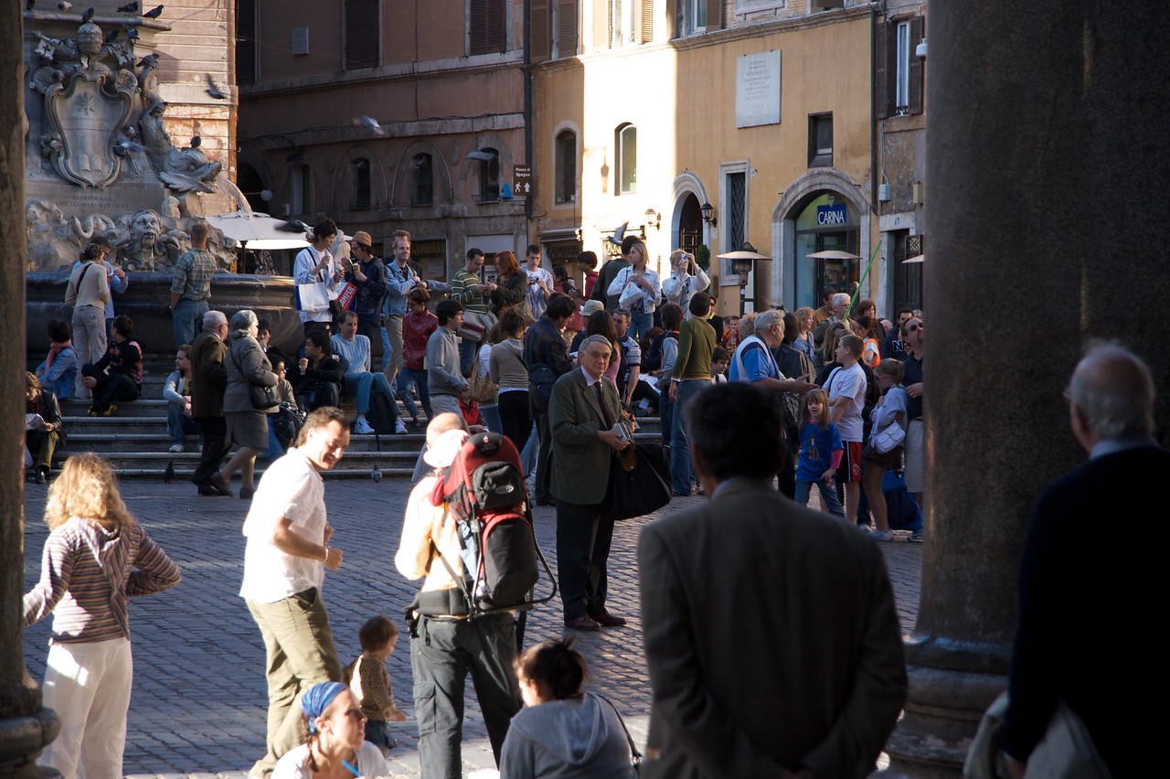 Lone traveller • Daddy with his Baedeker in the middle of the square outside the Pantheon.