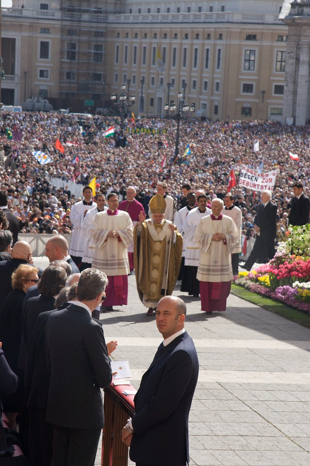 Papal arrival • The Pope arrives on the sanctuary for the Easter Sunday Mass.