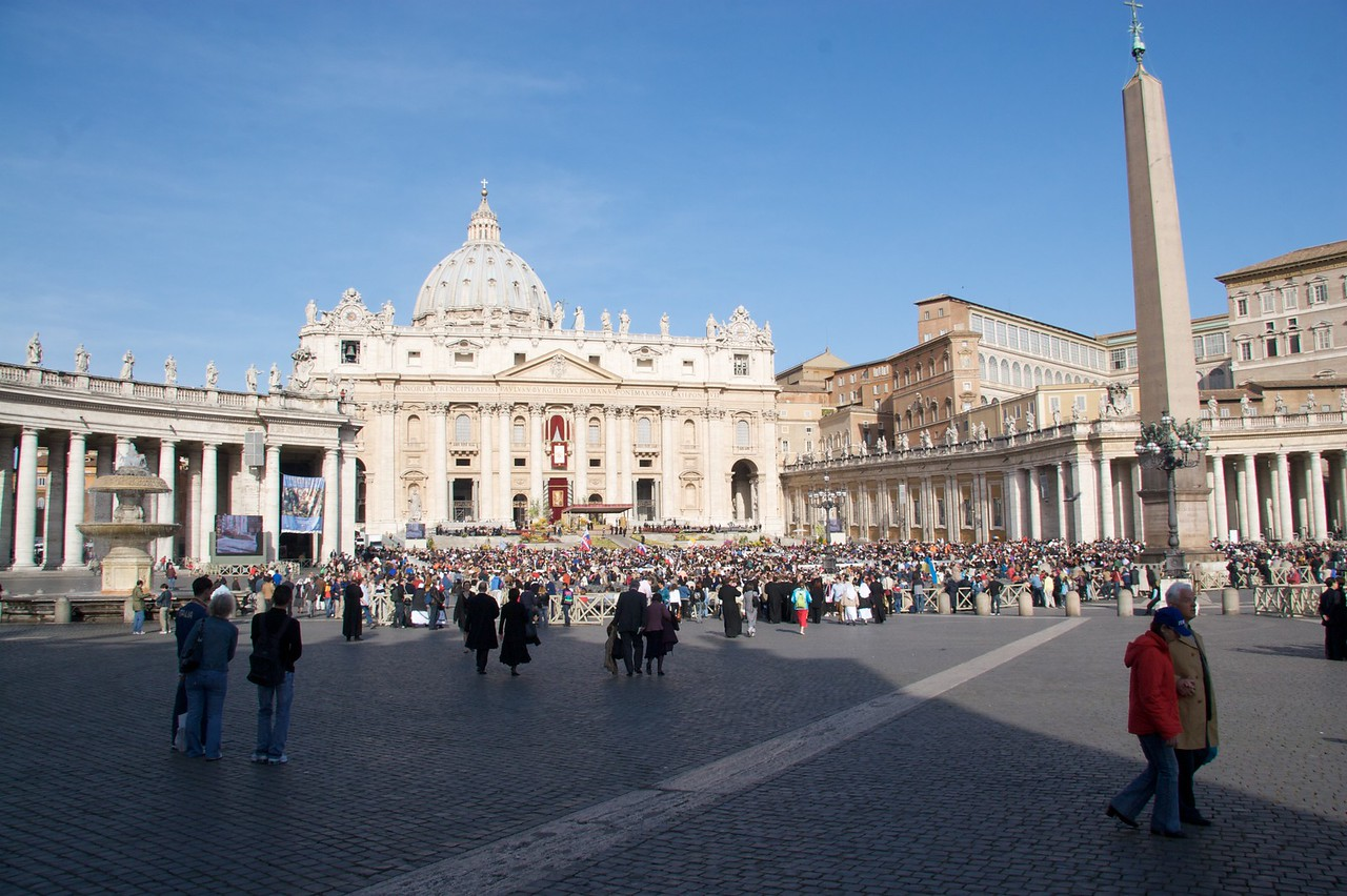 St Peter's Square at 9am • We arrived early (at 9am) for the Pope's Easter Mass of the Resurrection, so that we could get into our seats right on the steps to the Basilica, and so that the choir could warm up and rehearse.<br /> <br /> Already the square was filling up with people coming to the Mass: it is estimated that there were at least 100,000 members of the congregation in total.