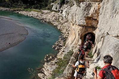 Collias - La grotte St Vérédème - Sur le parvis de la chapelle