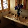 A vintage bathroom