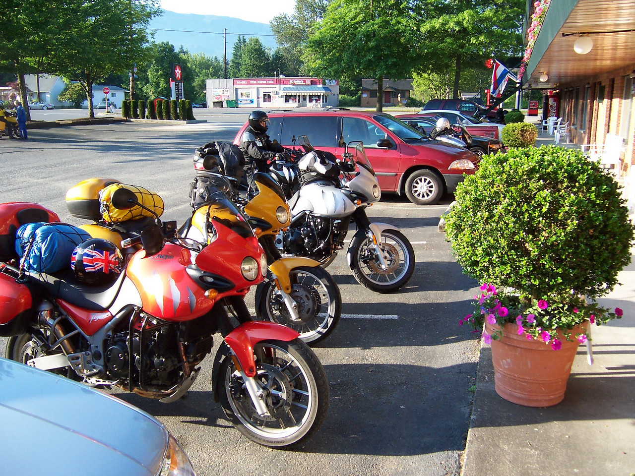 """The """"Tigers"""" from Oregon. Saturday morning at the motel."""