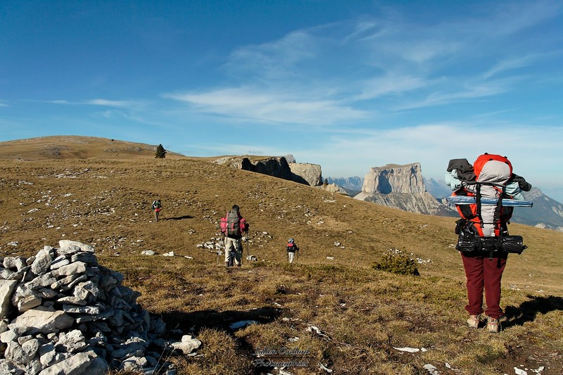 Vallon de Combau - En route vers Tête Chevalière Mont Aiguille en fond