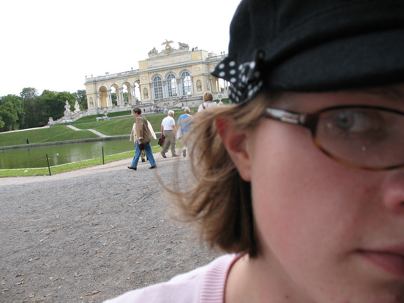 I took a series of pictures of myself with Shonnbrunn.