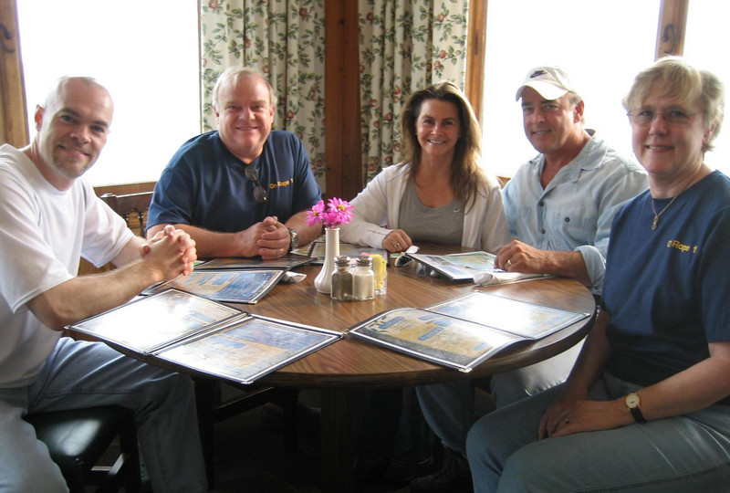 With Bruce, Gini, Jeff & Terri at the Overlook Restaurant during the 2007 NSS Convention held in Marengo, IN.