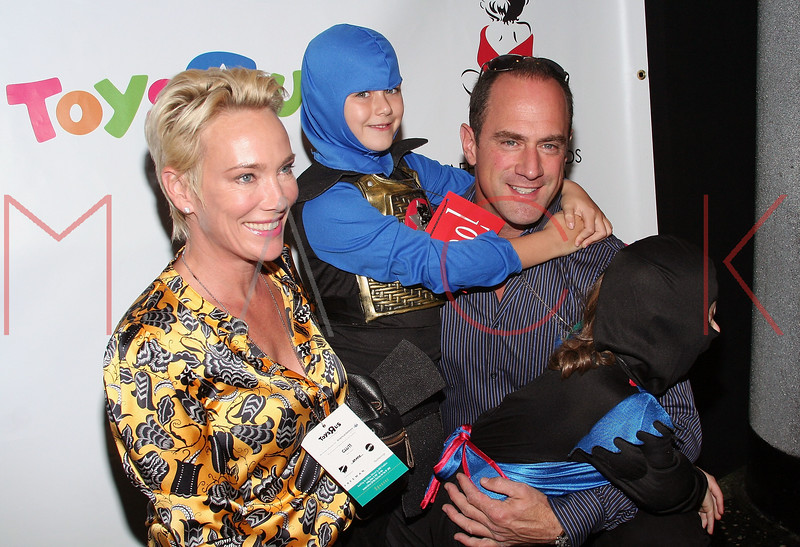 """NEW YORK - OCTOBER 21:  Actor Chris, his wife Sherman Meloni and children attend the Children Affected By AIDS Foundation's Dream Halloween at The Roseland Ballroom October 21, 2007 in New York City.  (Photo by Steve Mack/S.D. Mack Pictures) *** Local Caption *** Chris Meloni; Sherman Meloni  Note: These images are available for licensing through <a href=""""http://www.filmmagic.com"""" title=""""Licensing through FilmMagic"""" target=""""_blank"""">FilmMagic</a> and <a href=""""http://www.gettyimages.com"""" title=""""Licensing through Getty Images"""" target=""""_blank"""">GettyImages</a>."""