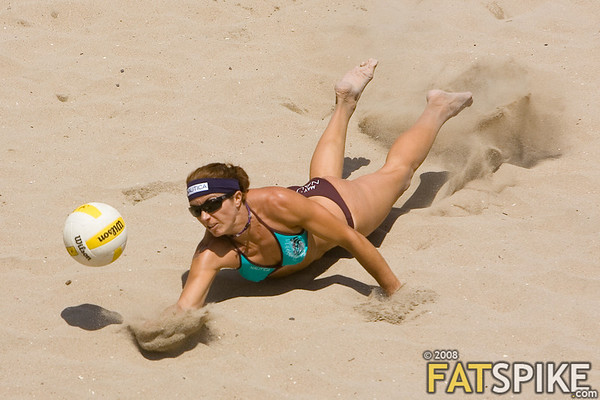 Misty May-Treanor digs a ball