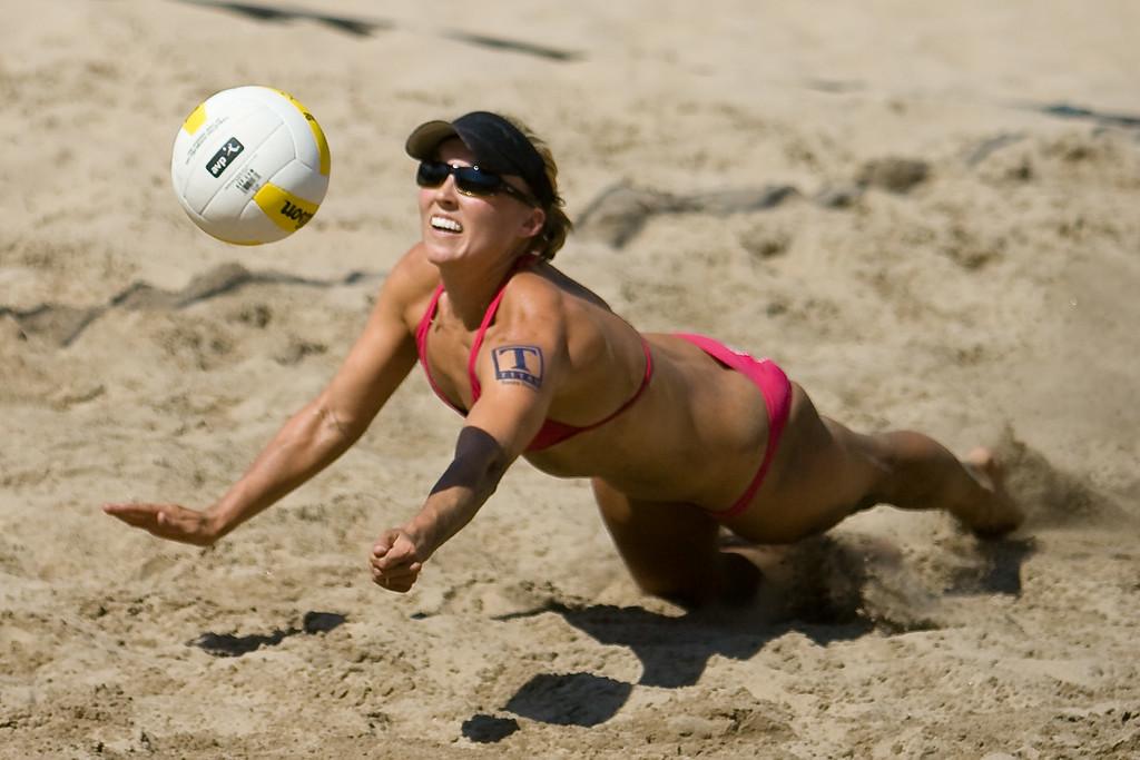 Brooke Hanson dives for a dig