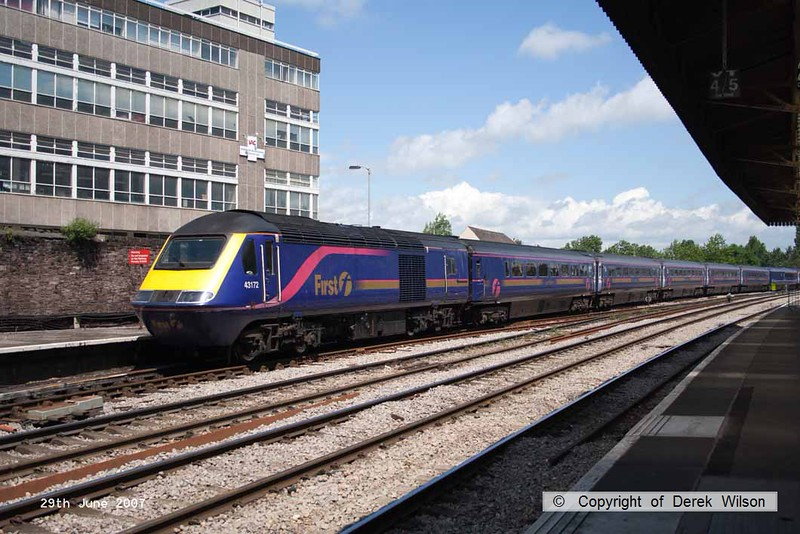 070629-033     A FGW HST led by 43172 is seen arriving at Newport, Gwent. Out of sight at the rear was 43135.