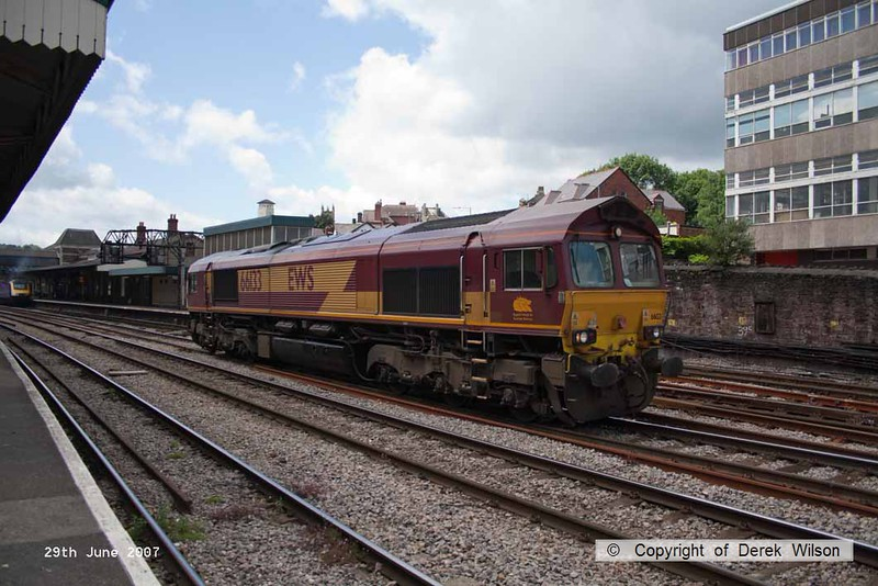 070629-023     EWS class 66/0 no 66133 is seen running 'light engine' through Newport, Gwent.