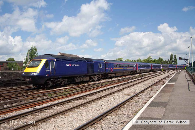 070629-021     A First Great Western HST led by class 43 power car no 43183 is captured arriving at Newport, Gwent.