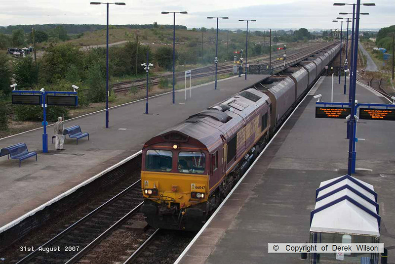 070831-001     EWS class 66/0 no 66047 passes through Barnetby powering train 4C71 Scunthorpe to Immingham, empty coal hoppers.