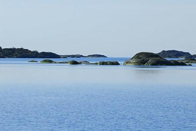 En stilla vattenyta som bara rördes upp av flockar av Alfågel och Ejder väntade på oss
