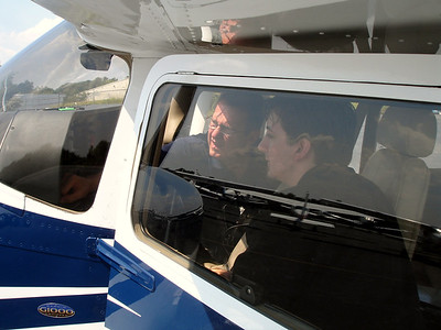 Juan introduces me to the Garmin G1000 glass cockpit
