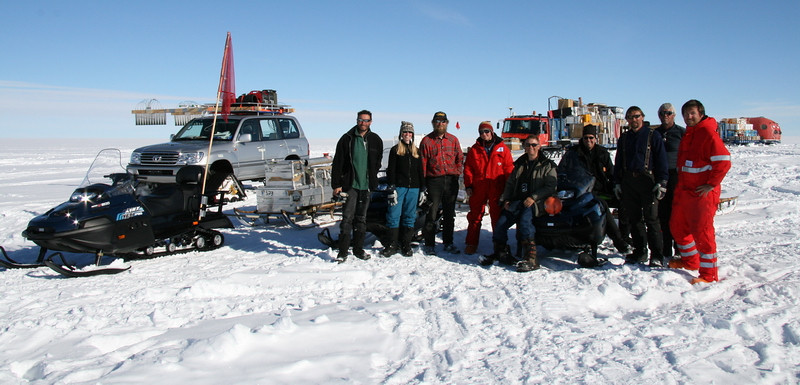 The whole group in front of the traverse just before leaving NGRIP. Left to right: Simon, Susanne, J.P., Maria, Claude, Lars, Steffen, Sverrir and Peter