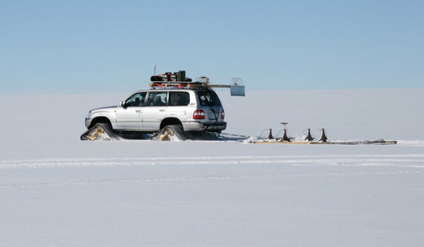 The Toyota doing radarmeasurements<br /> Susanne and Claude are driving the Toyota, doing radar measurements.