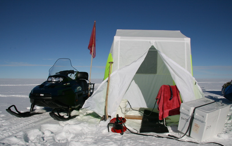 Shower deluxe!<br /> Outside it´s -23C to -7C, inside is a bucket with 40C hot water. Don´t tread too far in bare feet...