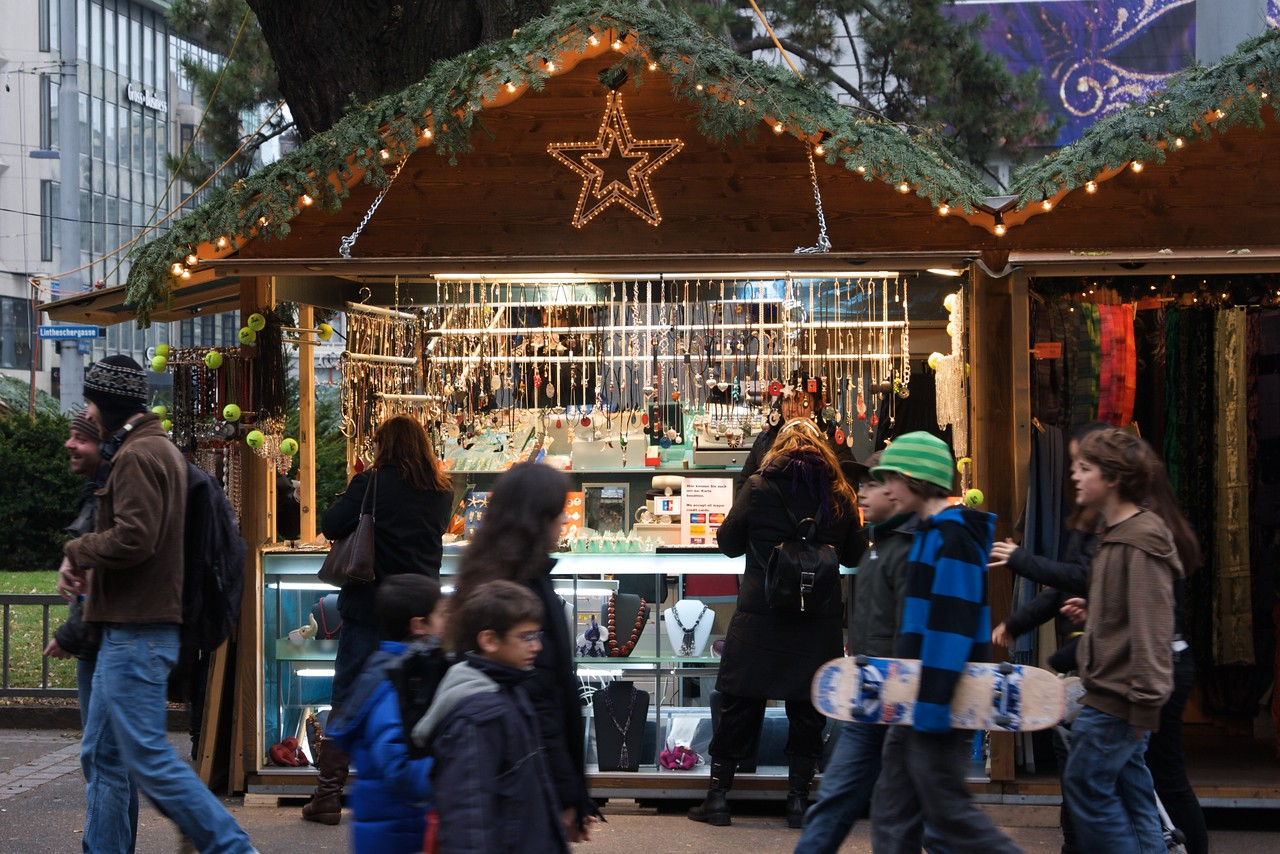 Christmas stall • Crowds file past the Christmas stalls set-up on Bahnhoffstrasse in Zurich.