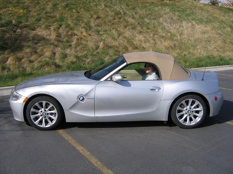 BMW Z4 SI.. this car has a 3 liter inline 6 cylinder engine that gets 30 mpg on the highway, 255 hp and goes 0-60 mph in 5.6 seconds..
