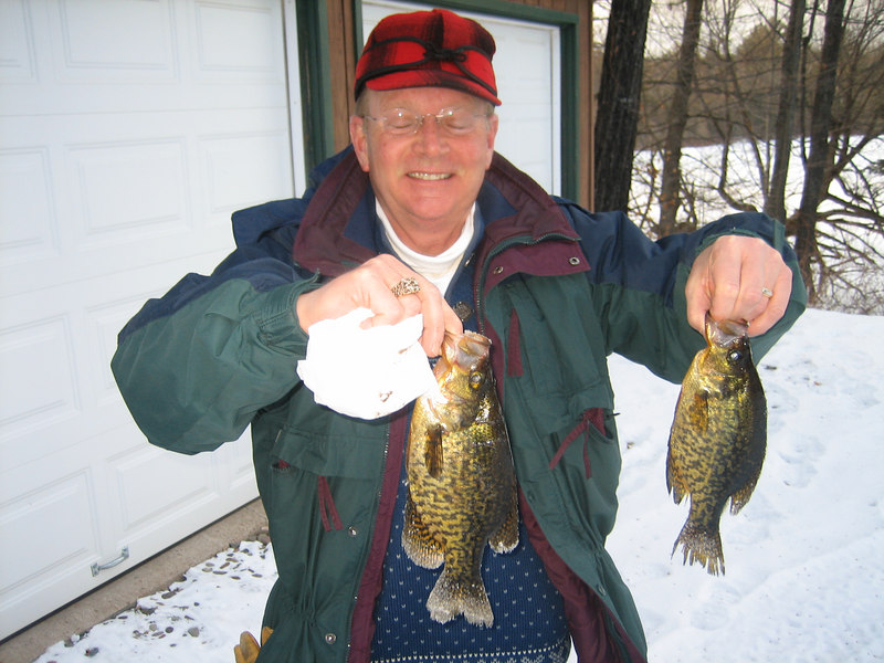 """JUST SOME OF THE CRAPPIES CLYDE CAUGHT...LARGEST WAS 12"""" LONG   VERY NICE!!! 2/16/07"""