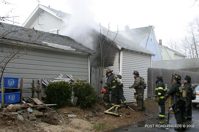 20070121-garage-fire-bridgeport-connecticut-wade-st-credit-post-road-photos-010