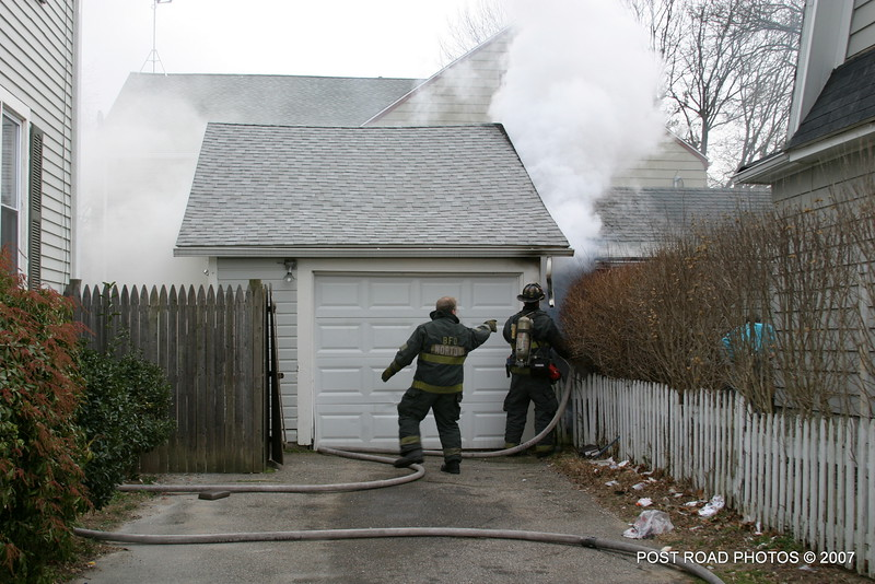 20070121-garage-fire-bridgeport-connecticut-wade-st-credit-post-road-photos-001