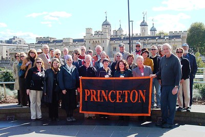 1 - Group Photo with View of the Tower of London - Liz Greenberg