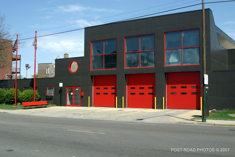2007-chicago-fire-cfd-firehouse-engine-91-squad-2-at-2827-n-pulaski