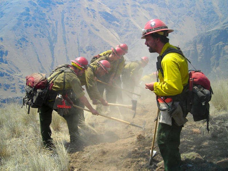 Cim Smyth offers words of encouragement to the tool team as they head out building fireline to the bottom of the canyon.