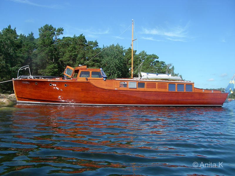 Vacker mahognybåt