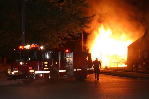 2007-july-detroit-garage-fire-13303-promenade-00 (83548731)