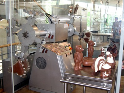 Demonstration of production of three-dimensional chocolate figurines