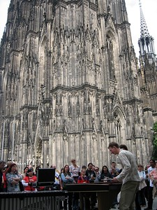 Xylophone players in front of Dom (Cologne Cathedral)