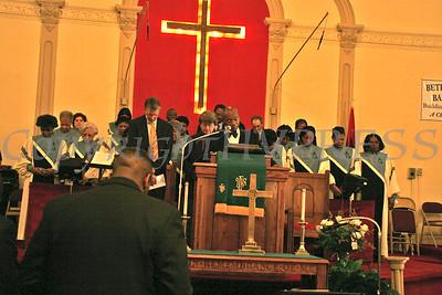 Pastor Edward Hunt leads a prayer