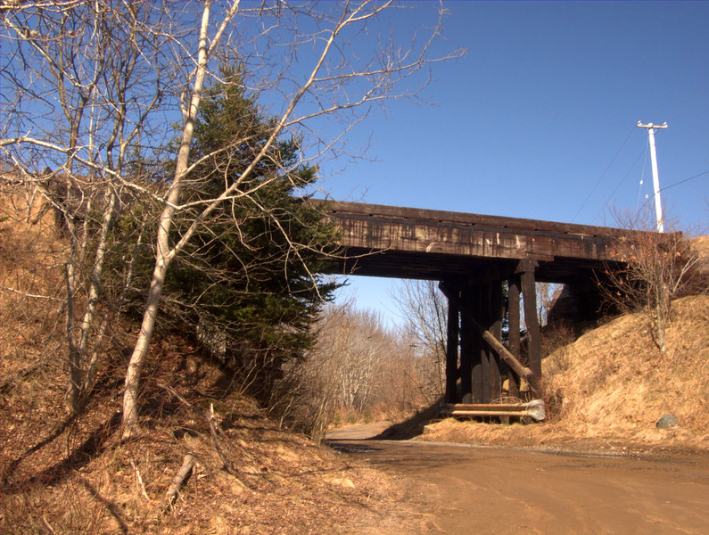 Near Hantsport, Nova Scotia, take Blue Beach Road for about a half a mile (0.8km) and go under this wooden train trestle to the (not so formal) parking lot.  A 1 km (0.621 mile) walking trail will take you down to the beach. <br /> 10:19 R