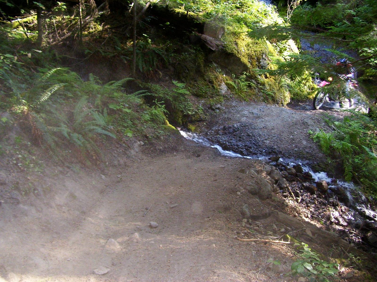 Kevin Jurasinski crossing the little waterfall on the 270