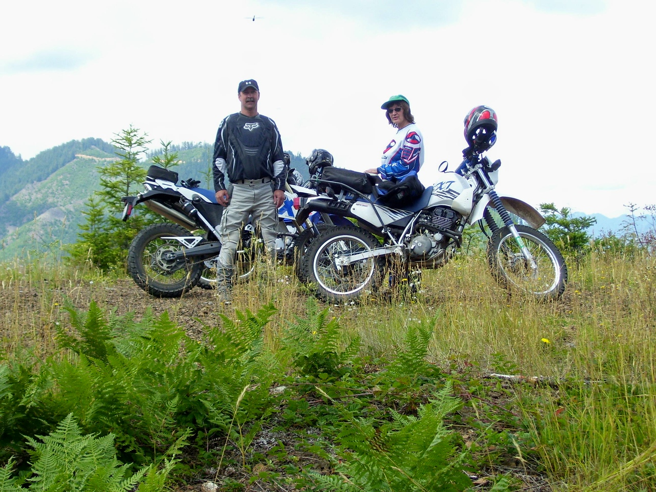 Tod and his 650 X-Challenge and Sylvia and her XT 350.