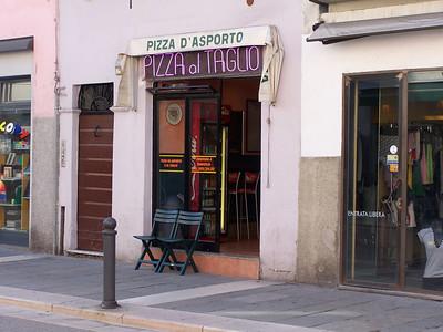 """""""Pizza al taglio"""" means """"pizza by the slice"""""""