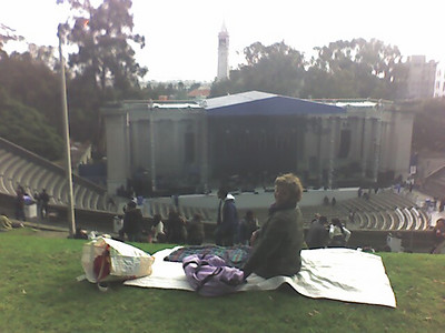 If you sit at the top of the lawn area, you get a great view of the theatre, the crowd, the UC Berkeley clock tower and (in the distance) the Bay Bridge and the San Francisco skyline