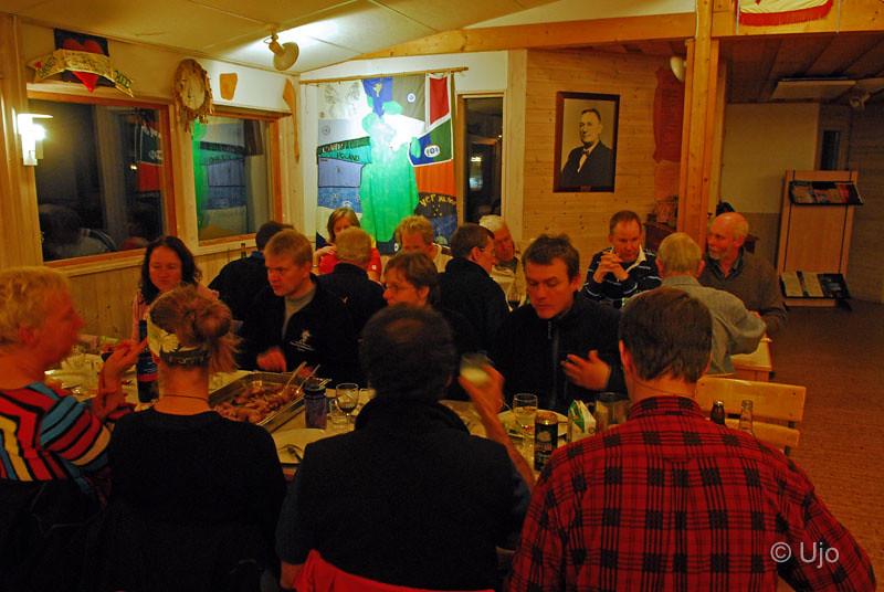 Sedan middag i Vässarös matsal.