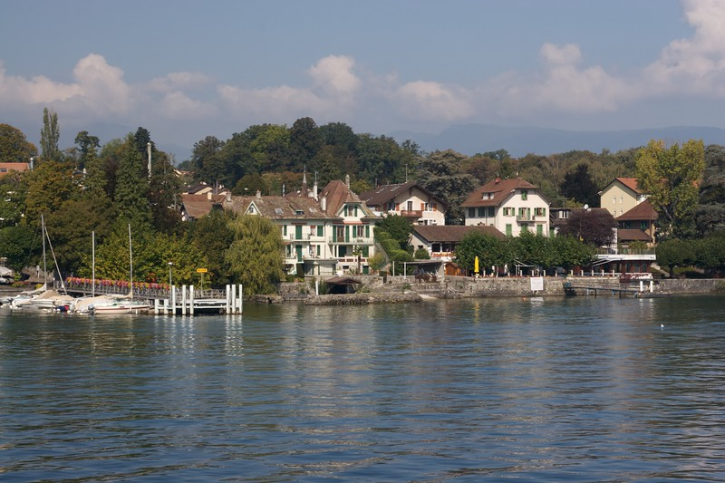 Lakeside houses • Houses by Lake Geneva.