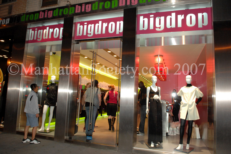 "<a href=""http://www.bigdropnyc.com/shop/pc/viewCategories.asp?idcategory=202"" target=""_blank"">Big Drop</a>, 1321 Third Avenue, New York City, NY"