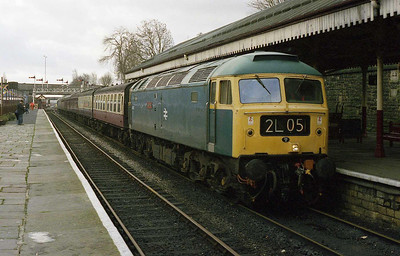 47402 arrives at Bury with the 1015 Heywood-Rawtenstall during the ELR's January 'Sulzer Day' (20/01/2007)