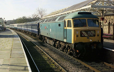 47402 'Gateshead' pauses at Ramsbottom with the 0950 Bury-Rawtenstall (06/04/2007)