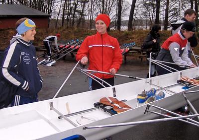 Klargjøring av båter: Tine og Janne