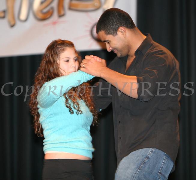 Inoel Guzman with dancers